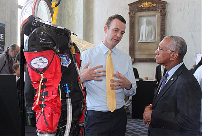 Final Frontier Design shows 3G spacesuit on Capitol Hill