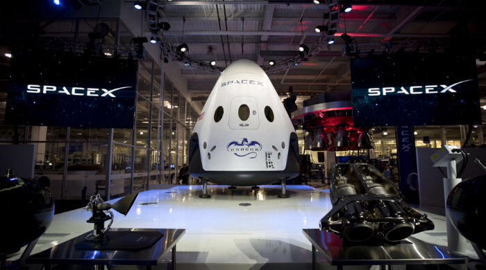 SpaceX Dragon V2 capsule